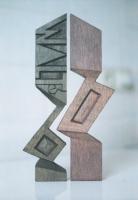 Lothar Rumold: Für Walter W., 1991, Eiche (getönt), H 35 cm