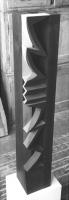 Lothar Rumold: Turm III, 1992, Linde (dunkel gebeizt), Öl, H 128 cm
