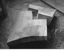 Lothar Rumold: Herz-Paar, 1994, Kambala-Holz, ca. 20 x 125 x 60 cm