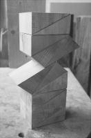 Lothar Rumold: Reste-Stück, 1992, Linde (getönt), H 37 cm