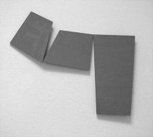Lothar Rumold: Wandplastik o. T., 2002, Paketband auf MDF-Platte, 120 x 130 cm